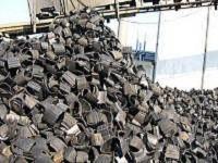 タイヤ販売店、自動車販売店、GS、運送会社等から回収したタイヤを破砕・切断し、タイヤをチップ状に加工しています。